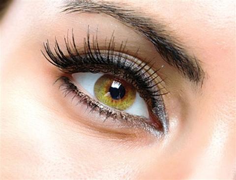 Снимаем макияж с глаз